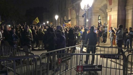 """Los disturbios en Cataluña ¿también son """"fake news"""", Pedro Sánchez?"""