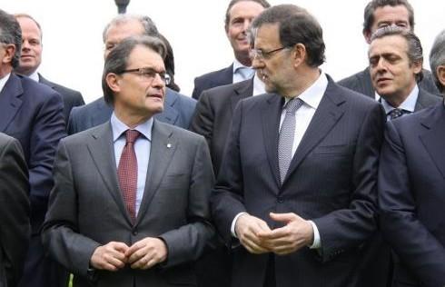 Limpiándole los vómitos a Artur Mas