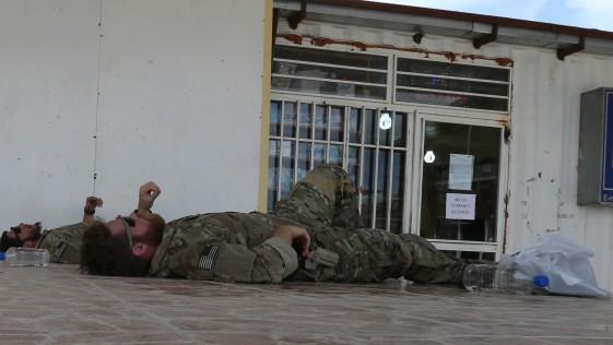 "Herat (V): Siesta en ""Camp Stone"", alfombras de guerra"