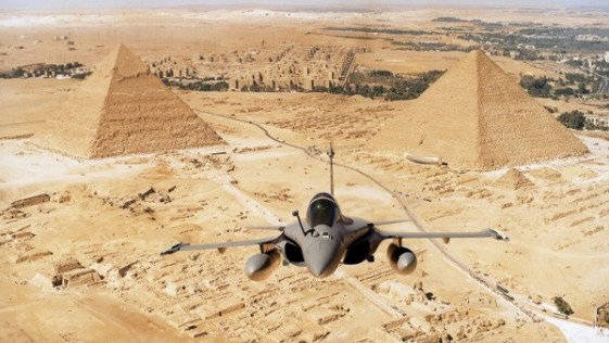 Francia rearma a Egipto con la primera exportación del caza Rafale