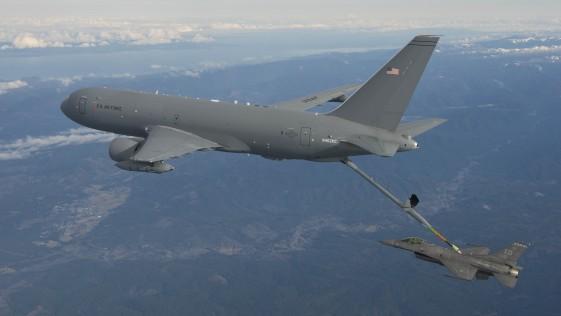 Primer vuelo de reabastecimiento aéreo del KC-46A Pegasus de Boeing