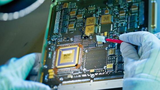 Airbus vende su negocio de electrónica de defensa por 1.100 millones al fondo KKR