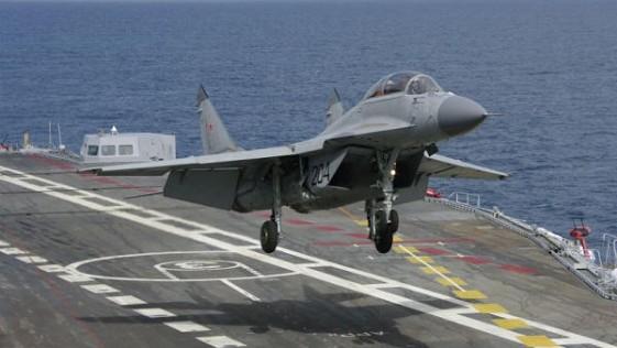 Un caza ruso Mig-29 del portaaviones Kuznetsov se estrella en el Mediterráneo