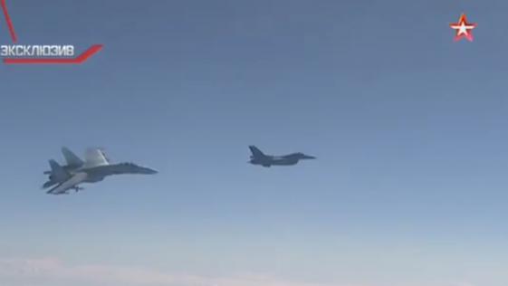 Vídeo: tensa situación de un caza F -16 de la OTAN y un Su-27 ruso sobre el Báltico