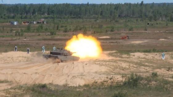 Vídeos del contingente español en Letonia: maniobras, carros Leopardo, Pizarro…
