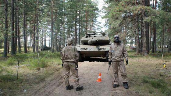 El foco: diez imágenes que resumen la semana militar
