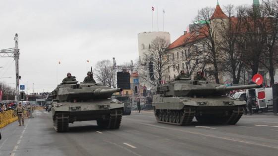 El Ejército saca los tanques para celebrar la independencia de Letonia