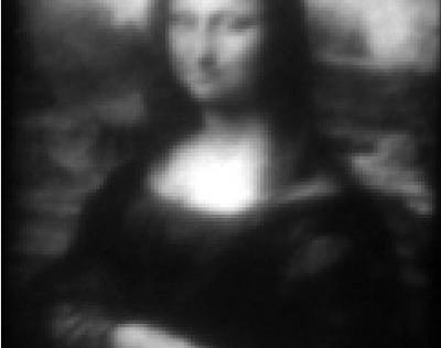 Pintan la Mini Lisa, el cuadro más pequeño del mundo, más fino que un cabello