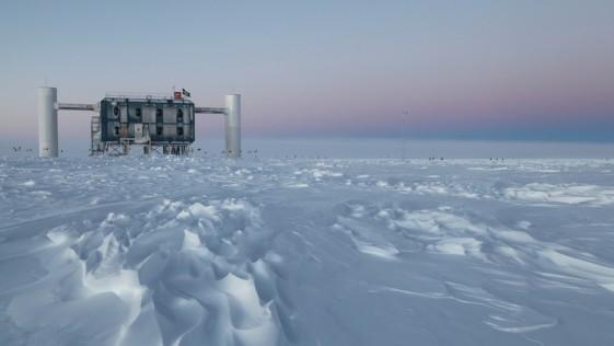 Un detector en el Polo Sur registra 28 neutrinos de alta energía de origen extraterrestre