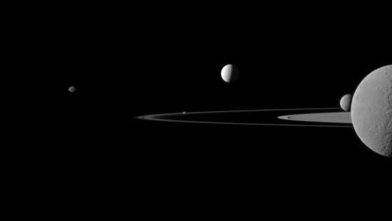 Así «habla» Saturno con su luna Encélado