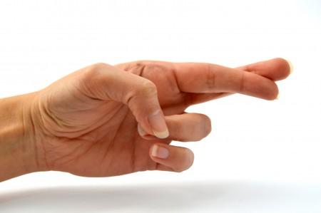 Cruzar los dedos alivia el dolor