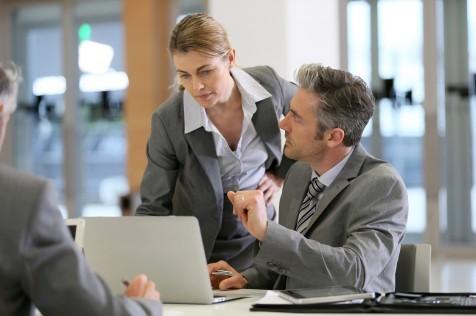 Cuando el jefe es una mujer, los hombres se sienten más amenazados