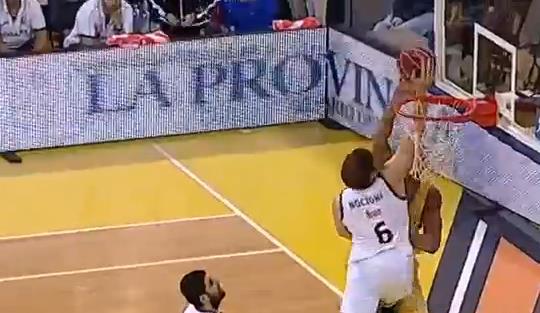 Nocioni, el tapón de la temporada en la ACB