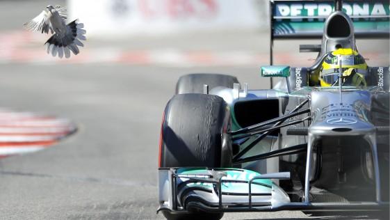 Mercedes crece, ficha y entra en la Champions