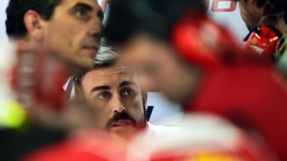 La relación de Alonso con la dirección de Ferrari se agrieta