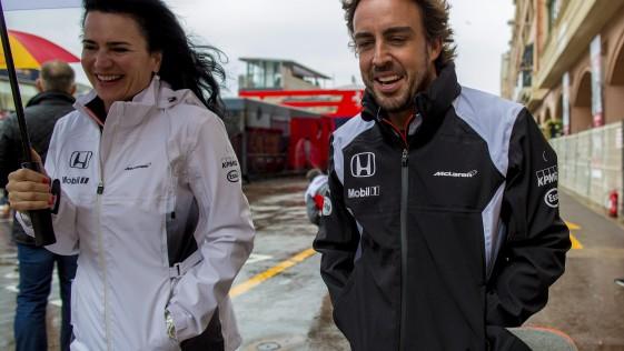 Alonso recibe mil parabienes en Mónaco
