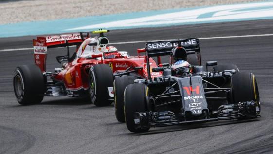 Alonso avanza hacia la posición de Ferrari