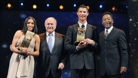 Blatter se mofa de Cristiano Ronaldo