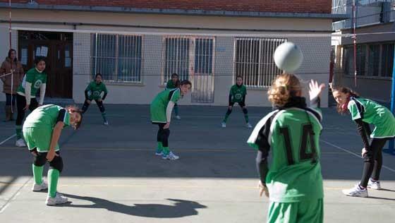"""Voleibol: Pequeños y mayores de Sagrados Corazones y """"Las Nieves"""" alcanzan las semifinales"""