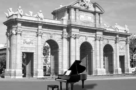 Siete pianos, a disposición de quien quiera tocarlos, en la calle Serrano