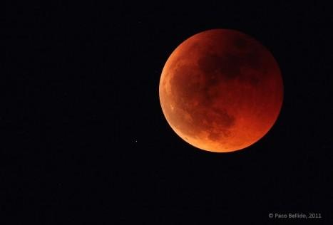 Las claves de la Luna roja que veremos esta madrugada