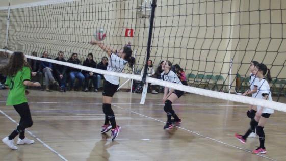 Las mejores imágenes del partido de voleibol alevín mixto entre Rafaela Ybarra y La Salle San Rafael