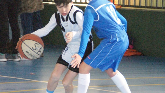 Las mejores imágenes del partido de baloncesto que enfrentó al San Agustín y al Miramadrid