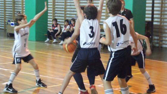 """Las mejores imágenes del partido de baloncesto entre Claret """"A"""" y San Patricio Soto """"A"""""""