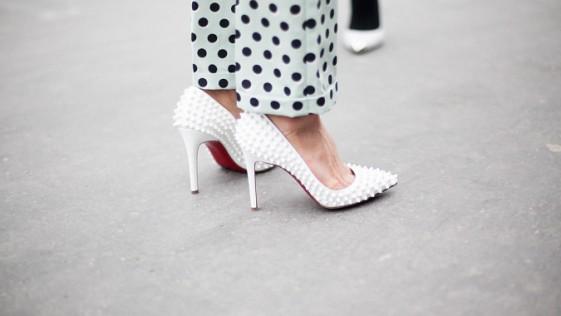 ¿Zapato blanco y bolso blanco?