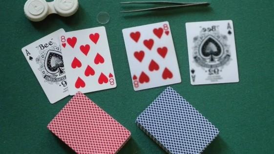 ¿Unas lentillas para ver a través de las cartas por 5.000 euros?