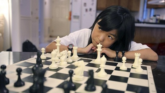 Carissa Yip, una niña de 9 años que juega al ajedrez a la ciega
