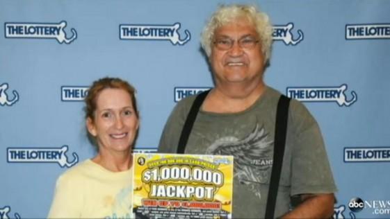 Recuperan de la basura un billete de lotería premiado con un millón