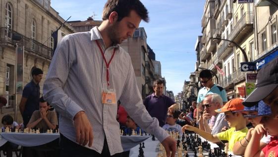 Iván Salgado: «Carlsen puede destrozar a Anand sin piedad»