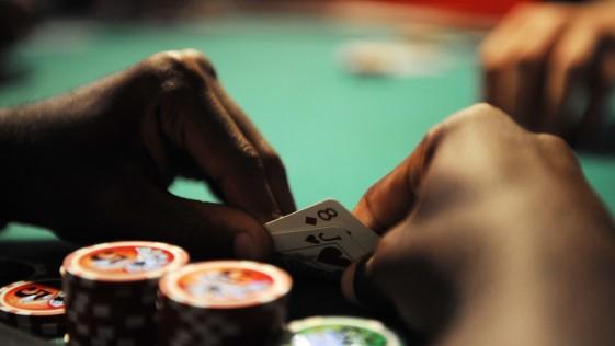 Retrato robot del jugador español de póker online