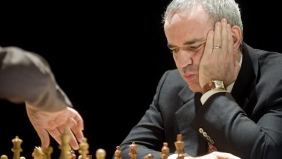 Qué beneficios aporta el ajedrez, según Kasparov