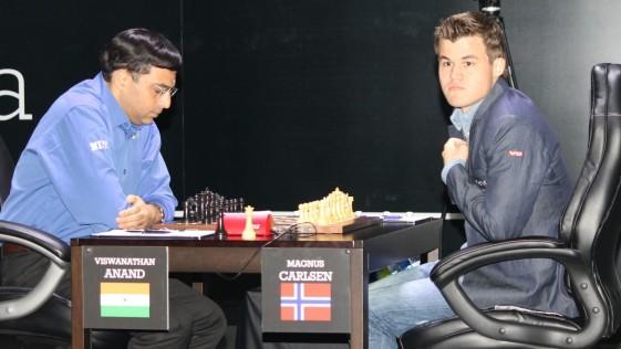 Carlsen-Anand: el campeón exterioriza la tensión