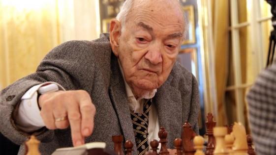 Viktor Korchnoi hace historia a los 83 años
