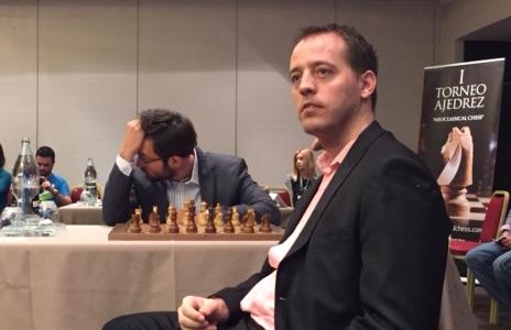 Primer torneo abierto y aplicación de ajedrez neoclásico