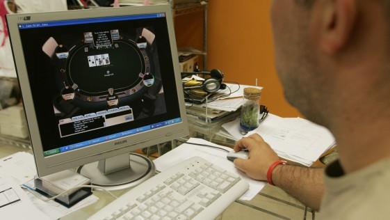 Alarma en el póker online por un virus que espía las cartas