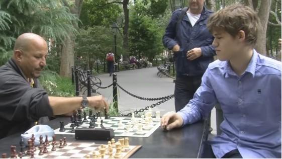 Carlsen, de incógnito con dos buscavidas en Nueva York