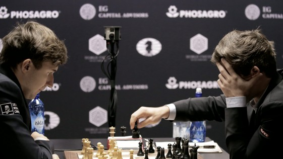Karjakin gasta su segunda vida y desespera a Carlsen