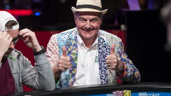 Pide permiso a su mujer para jugar y, con 64 años, se planta en la final del Mundial de Póker
