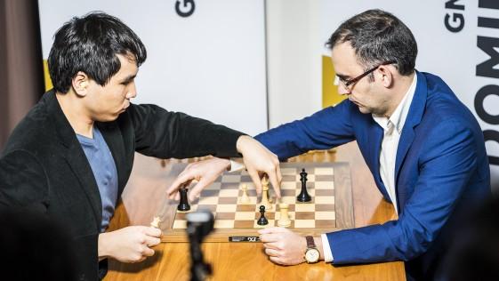 La locura de las piezas de ajedrez voladoras