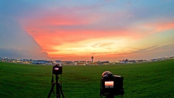 Así es un día en la zona restringida de las pistas del mejor aeropuerto del mundo