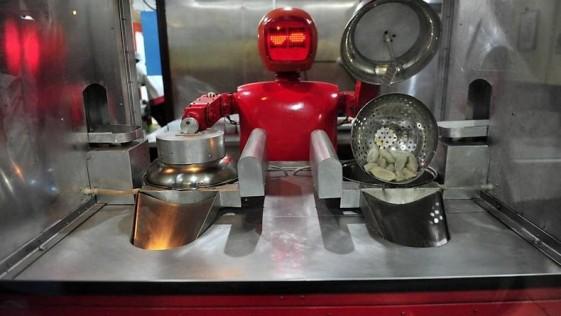 En este restaurante los cocineros y camareros son… robots