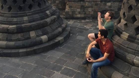 El ateo amo de Facebook en el monumento budista más grande del mundo